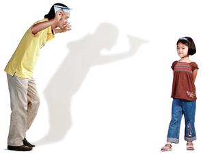 Cha mẹ cần biết dạy con tránh xa định kiến